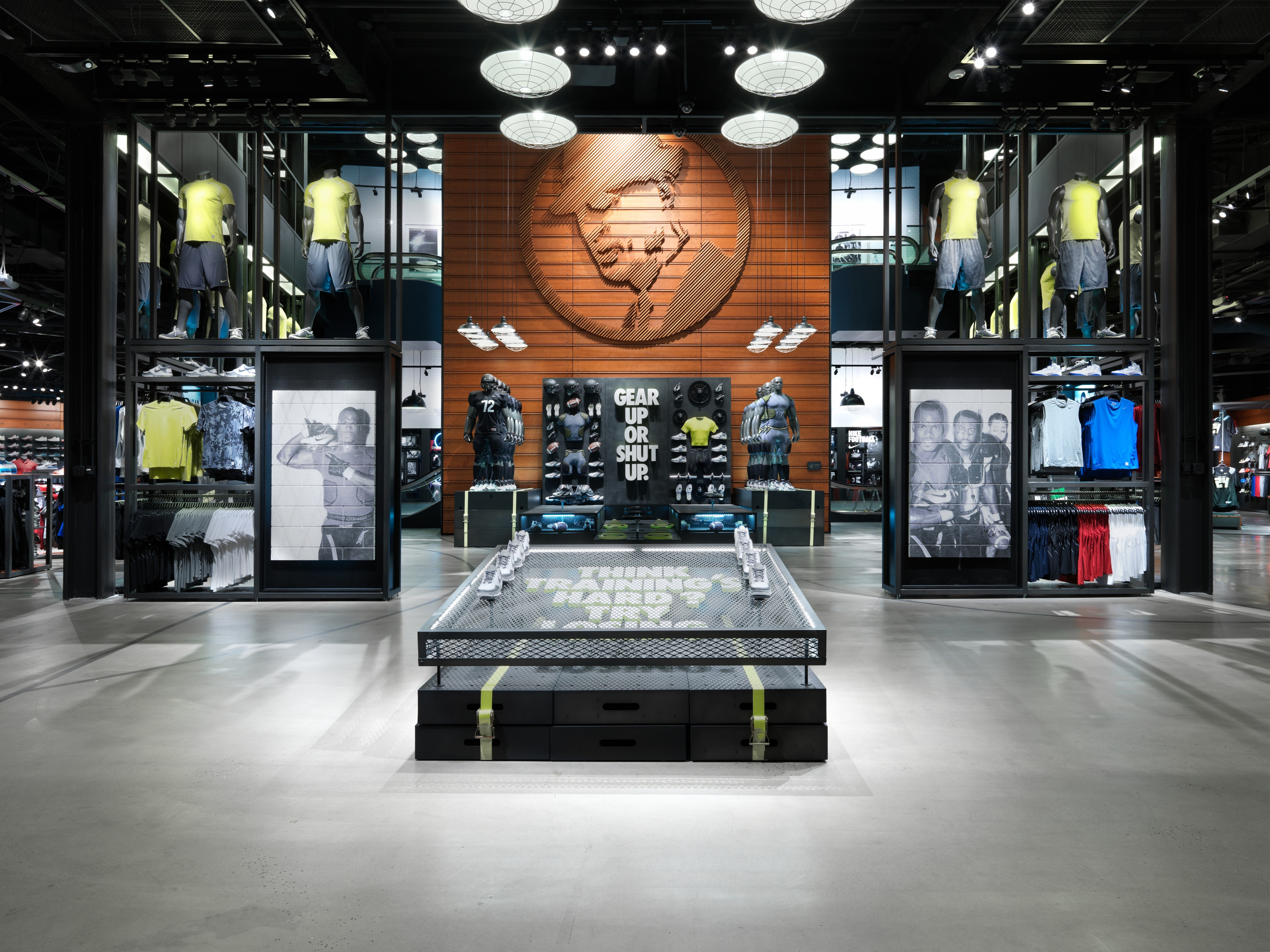 Nov 27,  · This Nike store (Las Vegas) is in the top of its game, and it should serve as the flagship store for all Nike stores. They stock the latest and greatest of all of Nike's superior products in stock, and if they don't have it in stock, the employees will go above and beyond the call of duty to assist you with your Nike product needs.4/4(90).